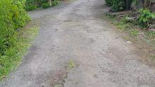 À Upper Dagotière : une rue en mauvais état