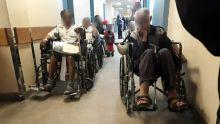 File d'attente des patients à l'hôpital Jeetoo