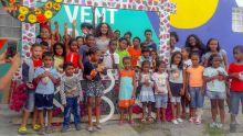 À Alma : des enfants défilent au son des ravannes pour le carnaval