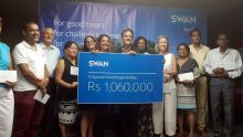 Journée internationale des droits de l'enfant : le groupe Swan remet Rs 1 060 000 à 11 ONGs