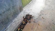 Des débris de la CWA encombrent un drain