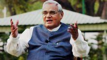 Le 'Screen Award' pour la meilleure chanson à l'ancien PM Atal Bihari Vajpayee