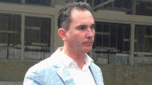 Abus de pouvoirs allégué : Brian Burns réclame Rs 40 millions de dommages