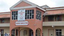 Confrontation en direct sur Radio Plus : rappel à l'ordre d'une auditrice par le président du conseil de district de Moka