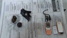 Après une comparution au tribunal : un détenu épinglé avec divers objets cachés dans ses parties intimes