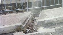 À Port-Louis : un sexagénaire se blesse à cause d'un trottoir et accuse la mairie