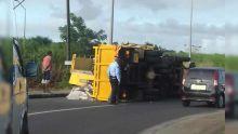 Triolet : un camion se renverse, deux blessés