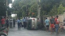 Quatre-Bornes : spectaculaire accident impliquant une voiture et une motocyclette