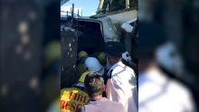 Baie-du-Tombeau : un poids lourd se renverse, des passants tentent de voler des produits frigorifiés