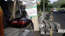 Accident à Port-Louis : une Corolla détruit un mur à la rue Monseigneur Leen