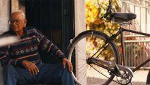 St-Paul, Phoenix : à 92 ans, il répare toujours des bicyclettes dans son atelier