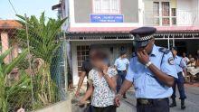 Terre-Rouge : les officiers de la sécurité sociale quittent les locaux sous escorte policière