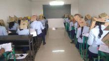 Inde : des cartons sur la tête pour empêcher les élèves de tricher aux examens