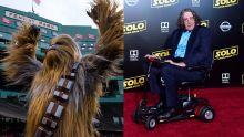 Peter Mayhew, Le Chewbacca dans 'Star Wars' meurt à l'âge de 74 ans