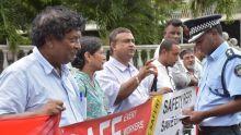 La CTSP manifeste devant l'Hôtel du gouvernement