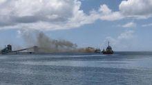 Au port - un navire prend feu pour la troisième fois