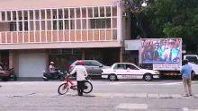 Rue Desforges : un écran géant devant le bureau de Navin Ramgoolam
