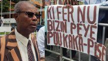 Port-Louis : une manif contre des toilettes payantes