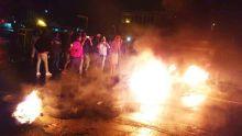 Coupures d'eau à Résidence Atlee : des habitants en colère brûlent des pneus pour obstruer la route