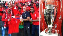 La Coupe aux grandes oreilles présentée lors du lancement de la Liverpool Football Academy