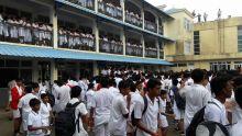 Des examens du School Certificate (SC) prévus le jour des élections générales, le 7 novembre