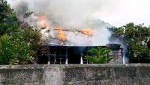 Quatre-Bornes : une maison ravagée par les flammes, un chiot péri dans l'incendie