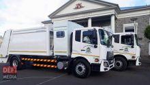 Deux camions-benne valant Rs 6 millions livrés à la mairie de Curepipe