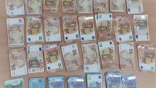 Saisie d'un million de roupies en devises étrangères dans un coffre-fort à Petit-Bois