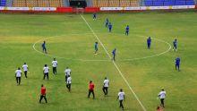 JIOI – Football : les joueurs du Club M découvrent la pelouse du Stade George V à Curepipe