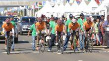 [Images] JIOI- Cyclisme - Ils ont oublié leurs maillots : les Malgaches empruntent les polos des volontaires