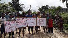 Les pêcheurs de Riambel manifestent pour dénoncer l'accès difficile à la plage