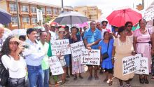 Moka : manifestation des Verts Fraternels devant la MBC
