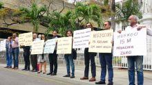 [En images] : manifestation des médecins généralistes devant l'hôtel du gouvernement