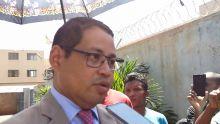 Mija Rasamizafy, chargé d'affaires malgache à l'usine Firemount pour rencontrer les travailleurs grévistes