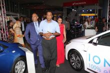 Nando Bodha : «Nous devons prendre une décision sur l'année où on importera uniquement des voitures électriques à Maurice»