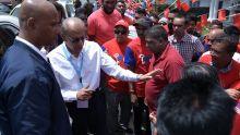 Navin Ramgoolam parcourt la circonscription no 10 avant d'aller voter