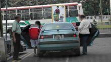 «Concurrence déloyale» : des taxis marrons opèrent à Forest-Side