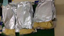 Saisie de drogue à l'aéroport: « C'est de l'oxyde de fer jaune pour faire des décorations », se défendent les deux suspects