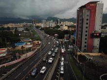Embouteillages dans la capitale : les automobilistes appelés à prendre leur mal en patience
