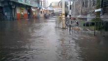 Port-Louis : les rues couvertes d'eau
