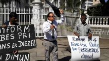 Rajah Madhewoo sur la hausse des prix des carburants : «Zot pe fer nou manz koulev»