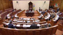 Parlement : la surprise de Danielle Selvon devant les sièges vides de l'opposition