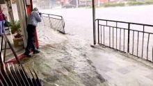 Fortes pluies : Les trottoirs de Curepipe sous les eaux