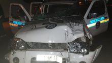 Un suspect prend la fuite à bord d'un véhicule de la police et heurte un policier