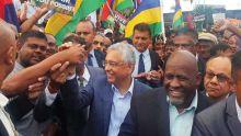 Dossier Chagos : des partisans de Pravind Jugnauth et des membres du GRC présents à Plaisance pour l'accueillir