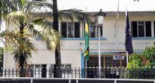 À Quatre-Bornes : un projectile lancé dans la cour du président de la République par intérim