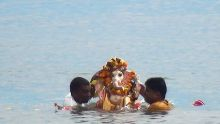 Ganesh Chaturthi : au cœur de la cérémonie d'immersion des statuettes divines dans l'océan