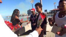 Radio Plus du côté du Caudan ce jeudi 14 février, distribution de roses pour la fête de la Saint-Valentin