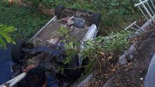 Pointe-aux-Sables : une voiture termine sa course dans une rivière