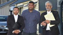 Un journaliste de Sunday Times porte plainte au CCID : «Mo espere la polis resezi zot», dit Valayden